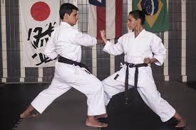 Kimono: como escolher a sua primeira roupa de luta e detonar nos treinos
